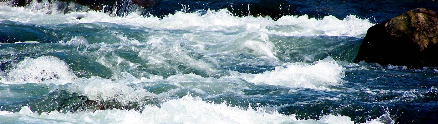 Foto mit Gischt auf dem Wasser